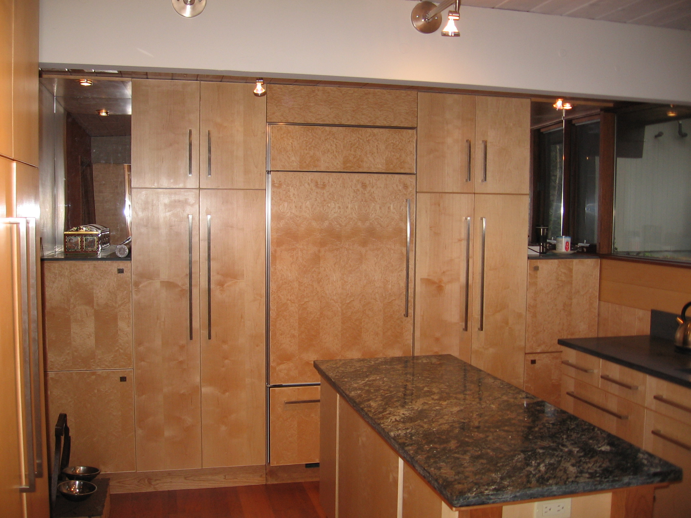 Kitchen bath for Maple kitchen cabinets